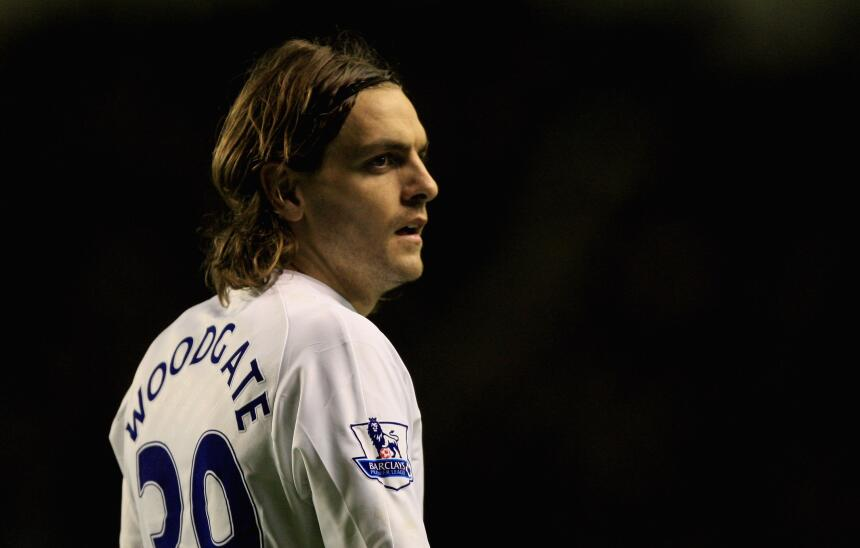 Jonathan Woodgate pasó del Newcastle United al Real Madrid, donde jugó m...