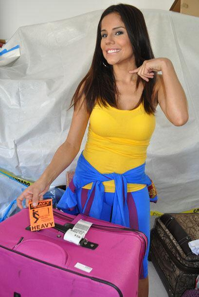 Cynthia llegó con una etiqueta en su maleta que decía 'pesado'.