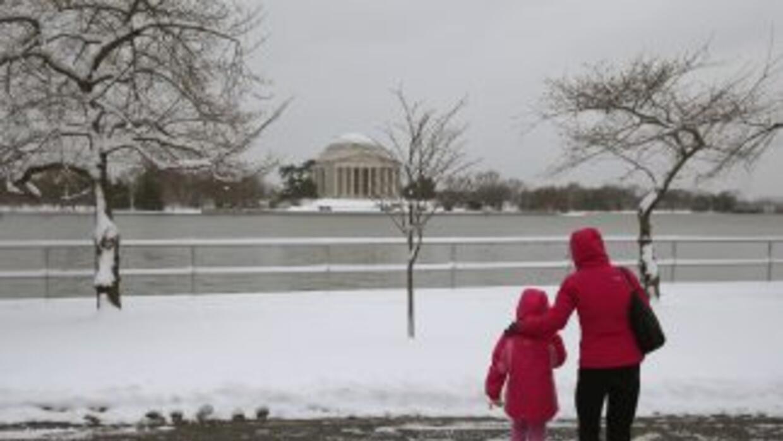 La nieve volvió a cubrir de blanco la capital de Estados Unidos.