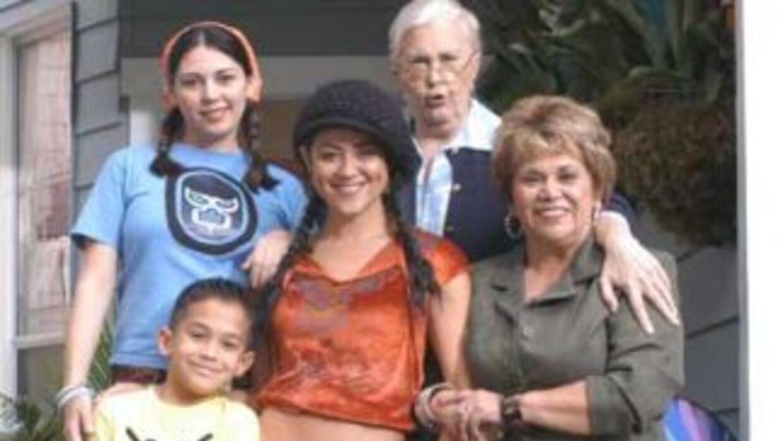 La familia latina de Maggie Moreno: su hermana, su sobrino, su madre y s...