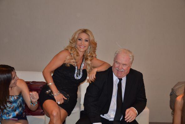 Patty Álvarez descansaba. ¡Estaba muy cómoda sobre Joe!