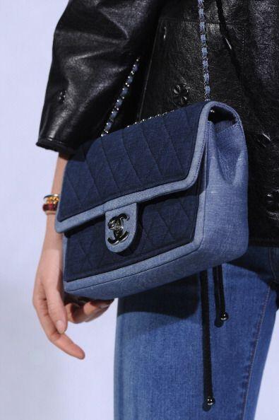 ¡Incluso en toda clase de complementos para tus 'looks'! Un bolso azul í...
