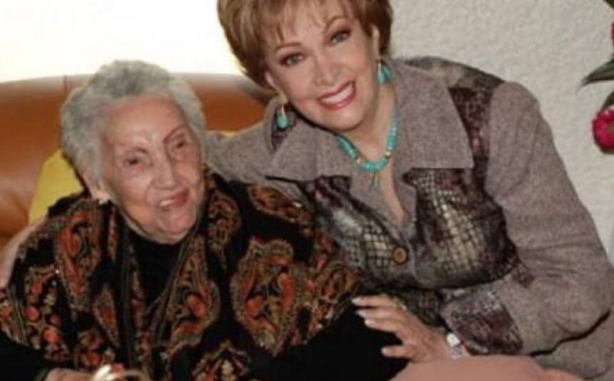 La actriz Norma Lazareno y su madre la señora Paquita Silva Tejeda.