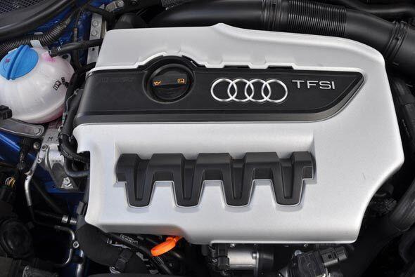 El motor turbo de cuatro cilindros produce 265 caballos de fuerza.