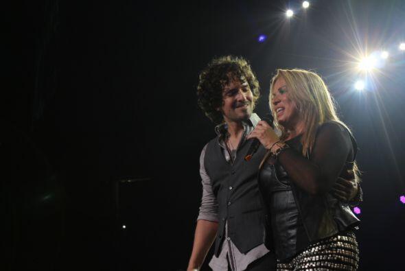 """Luego de interpretar juntos el tema """"Tu Sabes Bien"""", Ednita Nazario le p..."""