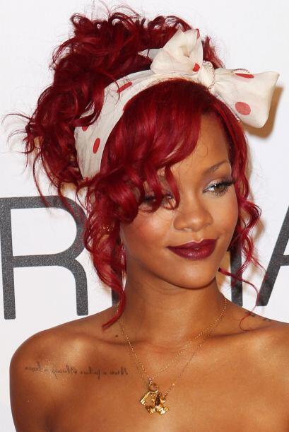 Si la onda del turbante no te convence, haz lo mismo que Rihanna: recoge...