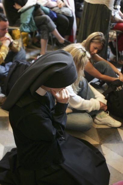 Las monjas compañeras de la congregación de sor Marie rezaron a Juan Pab...