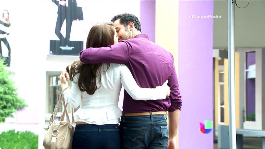 ¡David y Regina están súper enamorados! F1EC307A67F44CE4914E395F936AFCA4...