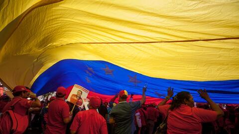 Trabajadores de Pdvsa participan en una marcha hacia el Palacio de Miraf...