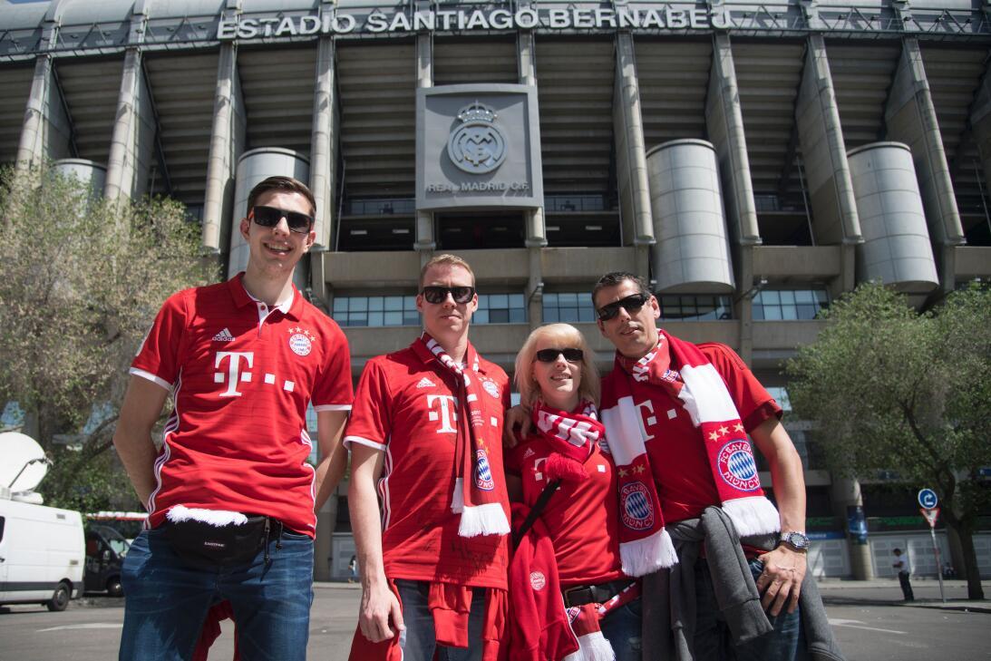 'Invasión bávara' en Madrid antes del partido de Real contra Bayern Muni...
