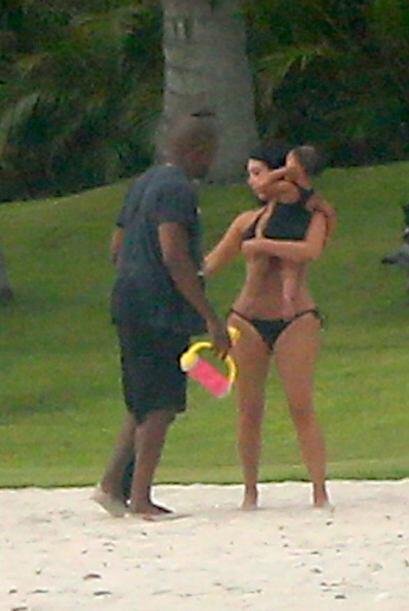 ¿Qué opinas de su diminuto bikini?