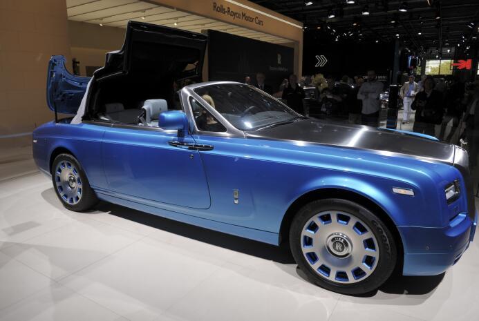 Rolls Royce Phantom Drophead (El de CR7 es negro con plateado)