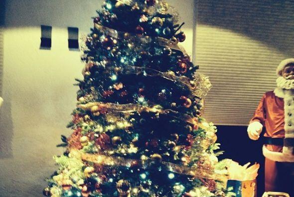Anahí también ya entro de lleno en el espíritu navideño.
