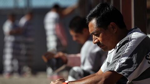 Inmigrantes detenidos en la cárcel del Algiuacil del condado Maricopa, A...