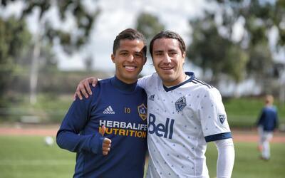 Gio dos Santos y Efraín Juárez