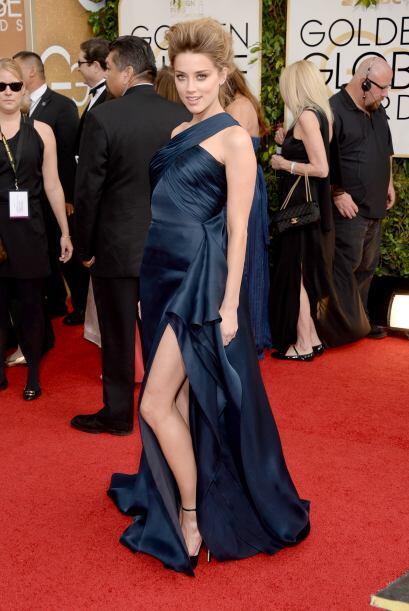 Enseñar pierna fue lo de Amber Heard. La actriz se decantó por una creac...