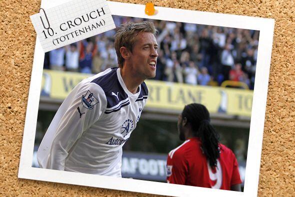Como centro delantero aparece la torre inglesa Peter Crouch del Tottenham.