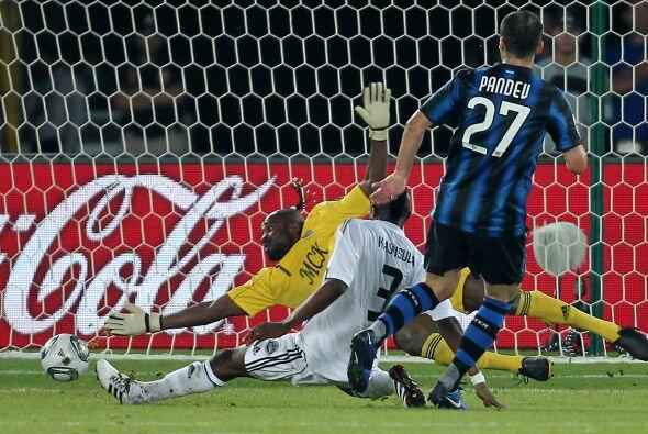 El primer gol llegó luego de una buena definición de Goran Pandev a los...