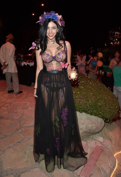Sexy Halloween en la mansión Playboy