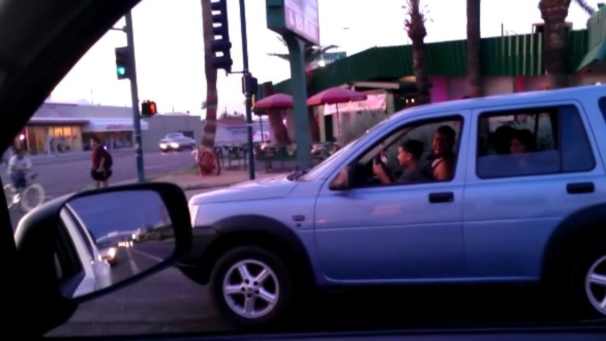 Niño manejando en Phoenix
