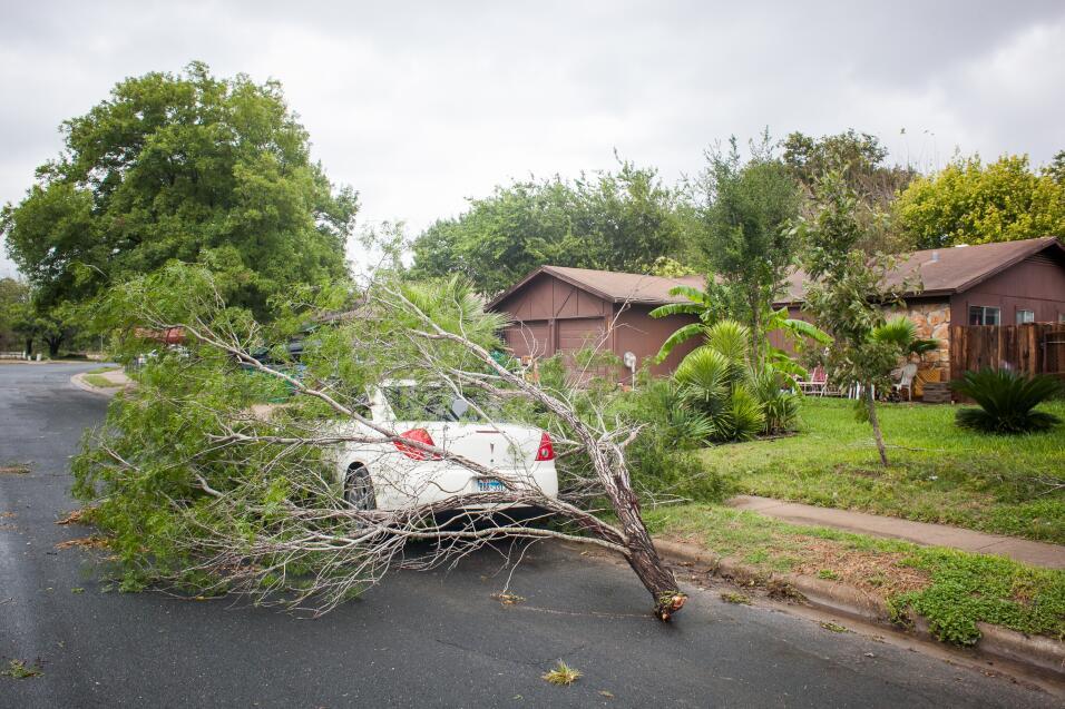 La llegada de fuertes tormentas al centro de Texas dejó cientos de calle...