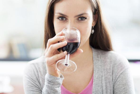 Bebe con cautela. No consumas alcohol con el estómago vacío o cuando tie...
