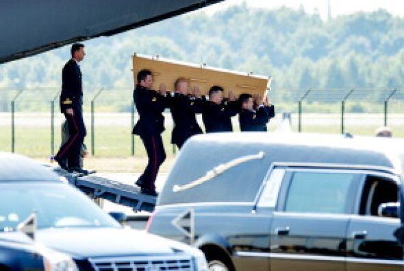 Las aeronaves fueron recibidas por un destacamento militar y varias unid...