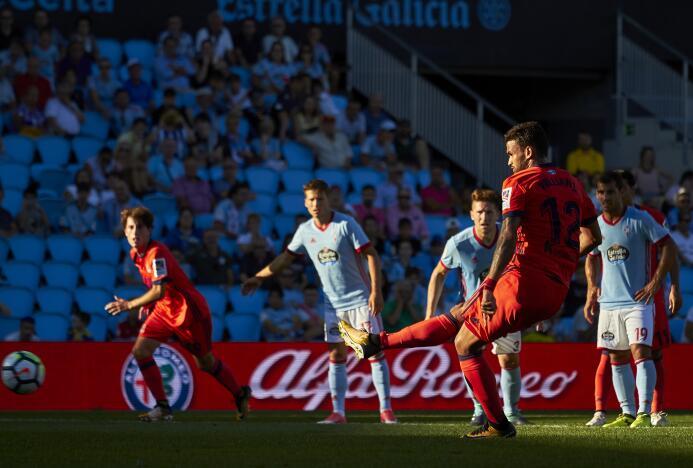 Con Vela, la Real Sociedad remontó y ganó al Celta en Vigo GettyImages-8...