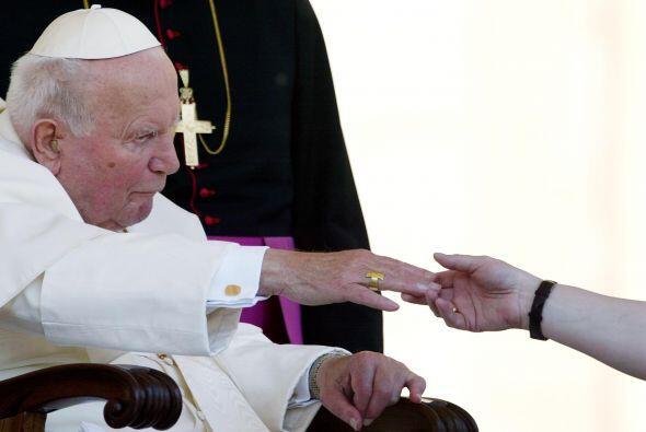 Meses más tarde de su atentado, el Papa visitó a su agresor en la cárcel...