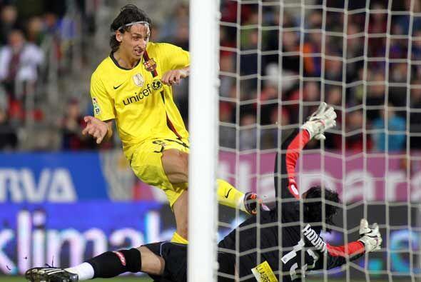 Ibrahimovic, desmarcado, se encontró un rebote y lo empujó a las redes p...