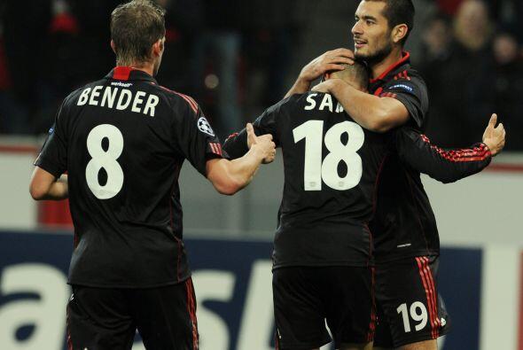Y cuando ya se jugaba el tiempo de descuento, Leverkusen puso el 2-1 def...