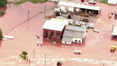 Comunidades amanecen totalmente inundadas este Día de los Caídos