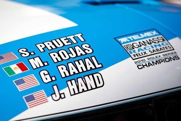El equipo ganador estuvo integrado por tres pilotos de Estados Unidos y...