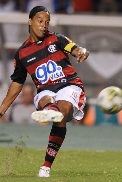 Dos veces mejor jugador del mundo y liberado por el AC Milan a inicios d...
