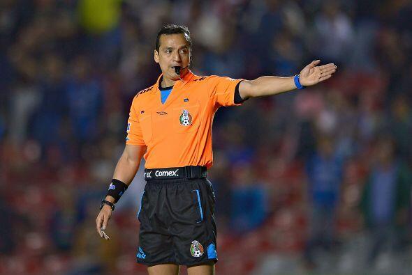 En la misma jornada tuvimos el arbitraje de Miguel Ángel Flores, el silb...