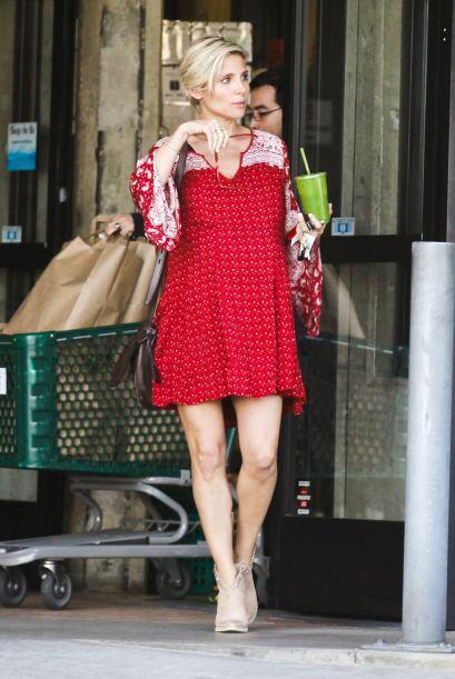 La actriz Elsa Pataky decidió salir a caminar en las calles de Los Angel...