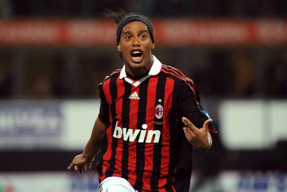 No olvidamos el agridulce paso de Ronaldinho. El jugador del Milan tuvo...