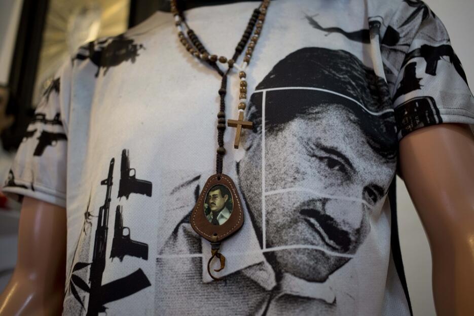"""Camiseta con la imagen del fugitivo líder del narcotráfico Joaquín """"El C..."""