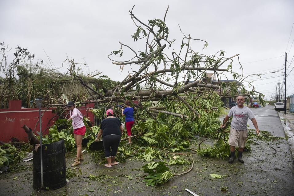 Resultado de imagen para Huracán María se aleja de República Dominicana dejando inundaciones y lluvias