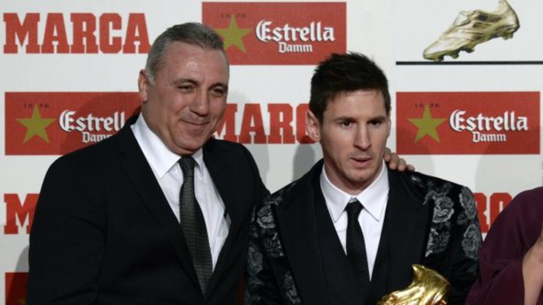 Hristo, entregando la Bota de Oro a Messi en 2013.