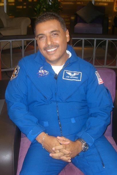 """El astronauta habla de su viaje al espacio en el transbordador """"Discovery""""."""
