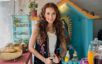 Angelique Boyer es Ana Lucía.