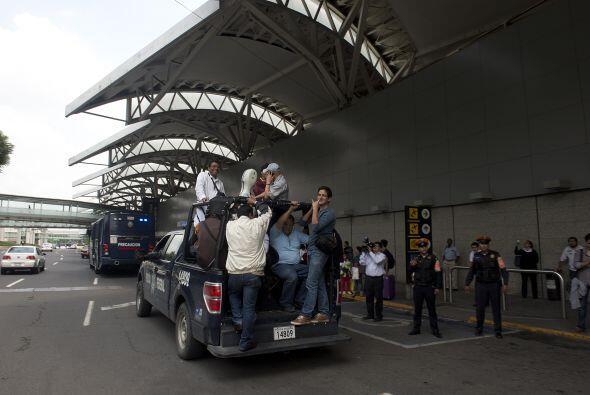 Los manifestantes impidieron el acceso de vehículos y pasajeros a...