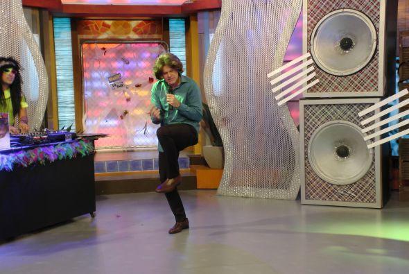 Alan se transformó en Emmanuel y llegó cantando 'Toda la vida'.