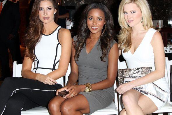 Las otras reinas de belleza también apoyaron en primera fila a sus compa...
