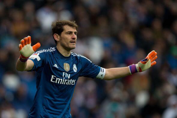 1 IKER CASILLAS.- El capitán del Real Madrid ha sido muy criticado en lo...