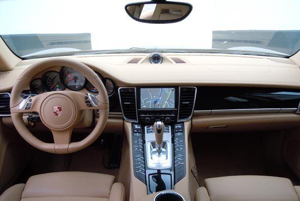El interior ofrece un ambiente exquisito, cálido y acogedor.