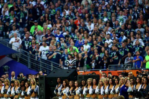El himno retumbó por todo el estadio.