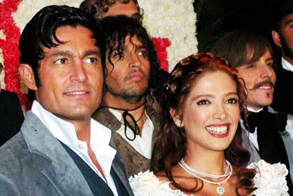 La hemos visto actuar en telenovelas históricas. Aquí la vemos con Ferna...