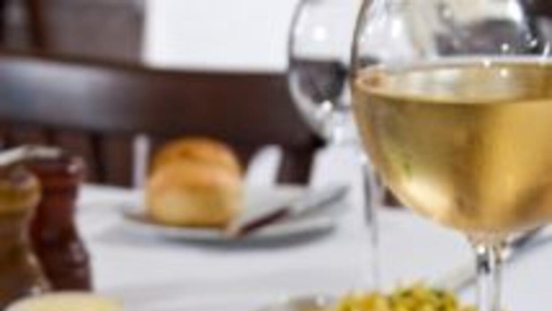 Pollo con tocino y salsa de vino tinto